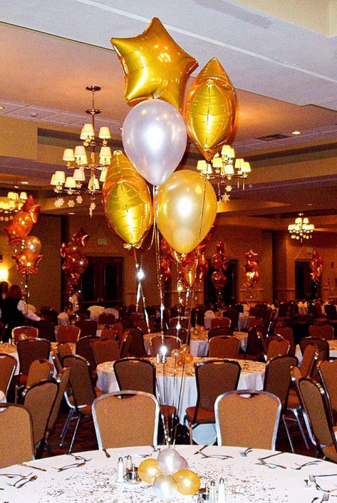 Balloon centerpieces silver