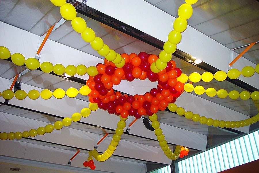 Room shaping sculpture balloon ceiling decor for Balloon decoration for ceiling