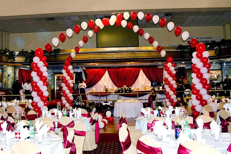 Red and white dance floor decor for Balloon dance floor decoration