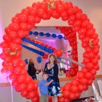 Balloon sculpture of compass